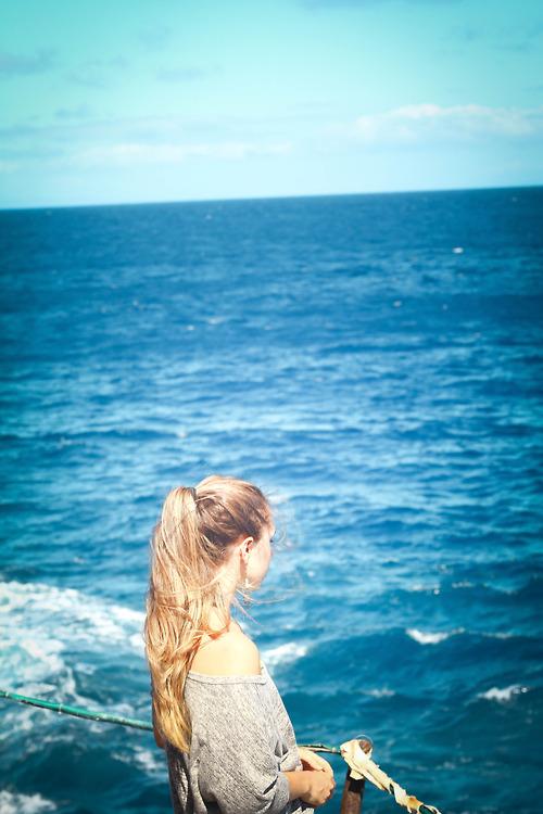 Фото девушек в море со спины на аву