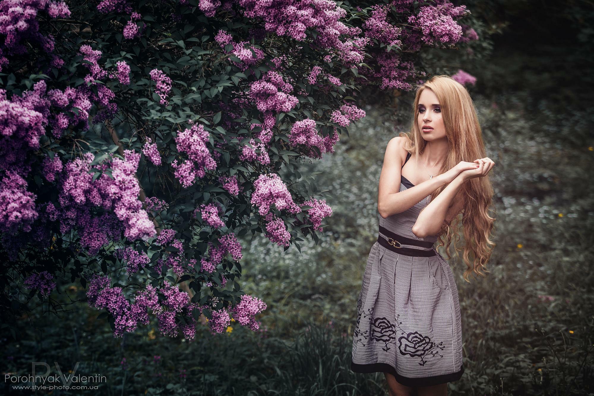 Фото из кустов молодых девушек 21 фотография