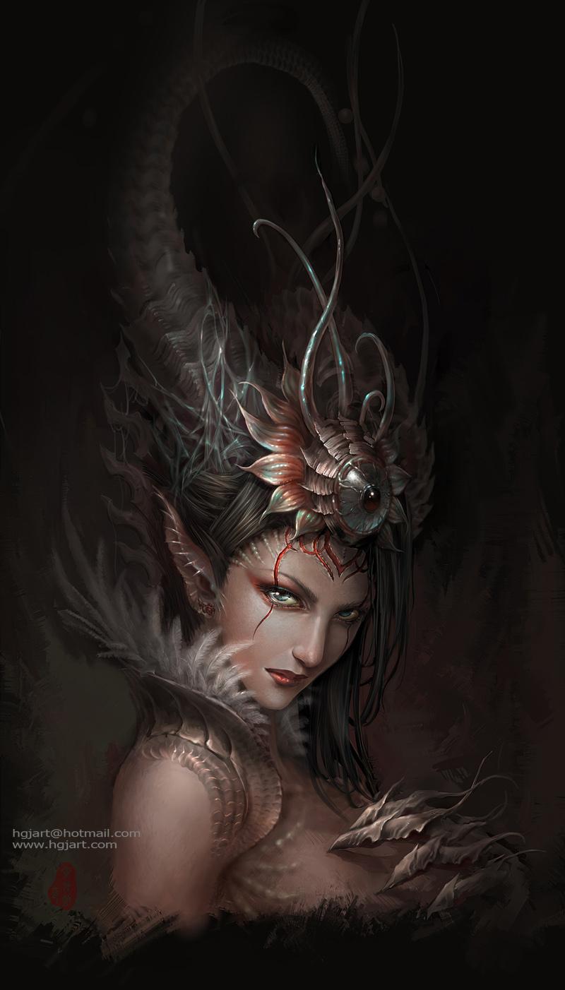 Фото Девушка с большими рогами и чудовищной рукой с когтями