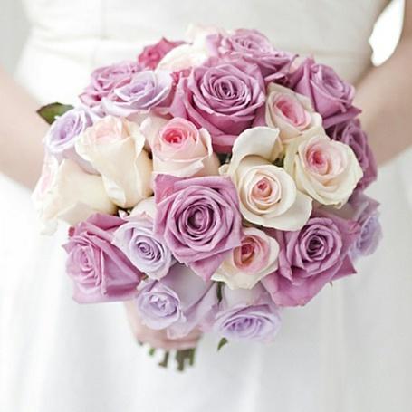 Фото Свадебный букет роз в руках невесты (© Inele), добавлено: 01.05.2013 23:12