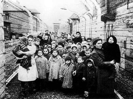 Фото Освобожденные дети из концлагеря Освенцим, январь 1945