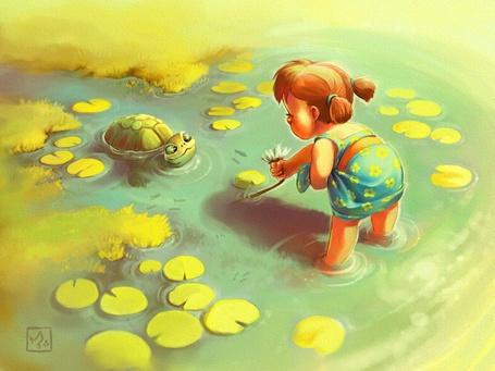 Фото Девочка пытается подманить любопытную черепаху цветком лилии