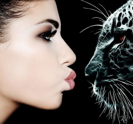 Фото Девушка вытянула губы смотря в глаза леопарда, фотограф Карчевская Ж. / Karchevskaya J