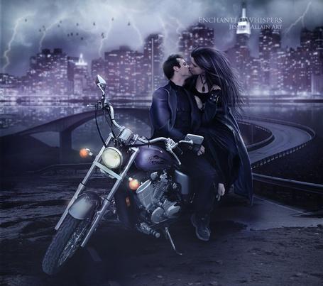 Фото Парень с девушкой целуются сидя на мотоцикле, рядом река и мост ночного города (Enchanted Whispers Jessica Allain Art)