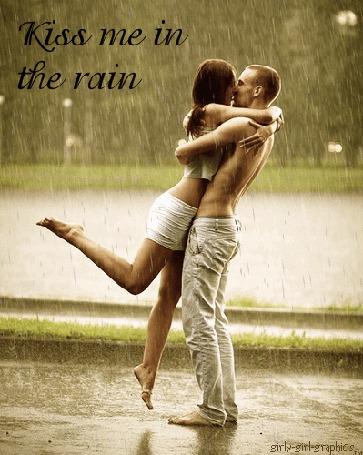 Фото Парень, целующий любимую девушку под дождем (Kiss me in the rain / Поцелуй меня в дождь)