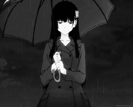 Фото Рэа Санка / Rea Sanka из аниме Санкарея / Sankarea в черном плаще с черным зонтом стоит под дождем