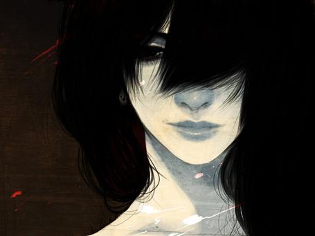 Фото Темноволосая девушка с длинной челкой