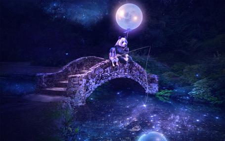 Фото Девочка сидит на каменном мосту с удочкой и ловит в реке рыбу, а рядом сидит панда с луной на веревке