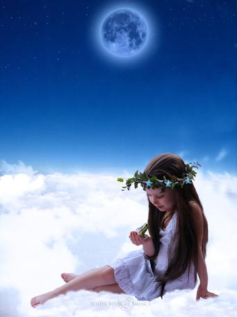 Фото Девочка сидит на облаках, держа на ладошке лягушку, фотограф Whitebook