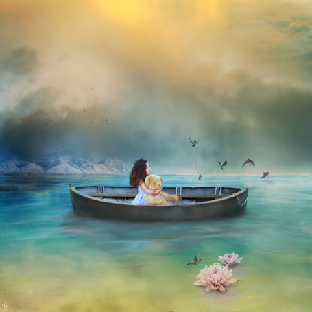 Фото Девочка с мишкой в обнимку плывет на лодке по реке, арт DanielPriego