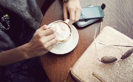 Фото Рука человека размешивает сахар в кофе (© StepUp), добавлено: 17.02.2012 16:34