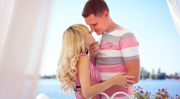 жена блондинка с другом фото