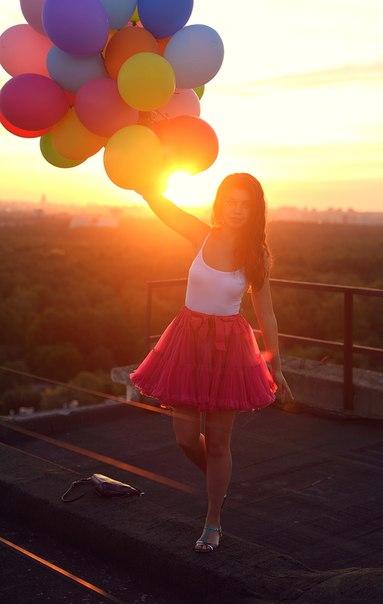 Девушка с шарами фото