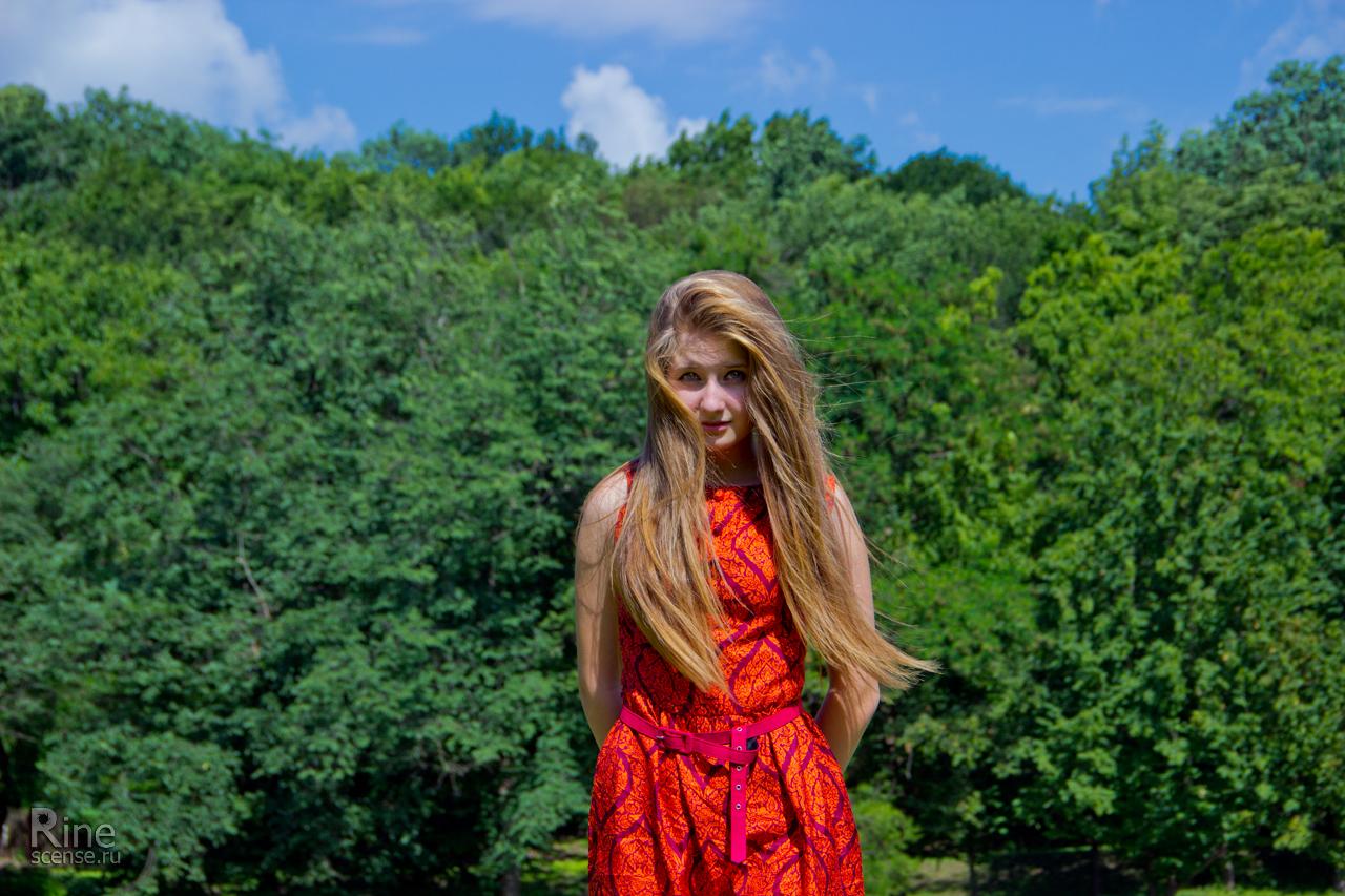 Фото в красном платье в лесу 6 фотография