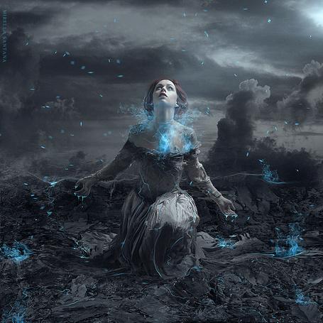 Фото Девушка, окутанная синим дымом, арт MirellaSantana
