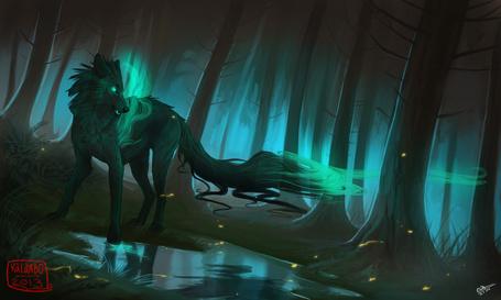 Фото Волк - призрак, посреди мрачного леса, художник kalambo