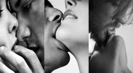 Фото Мужчина целует девушку в губы