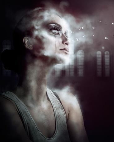 Фото Девушка смотрит вдаль, по щекам текут слезы, с глаз вылетают капли, тело окутывает дым, автор AbbeyMarie
