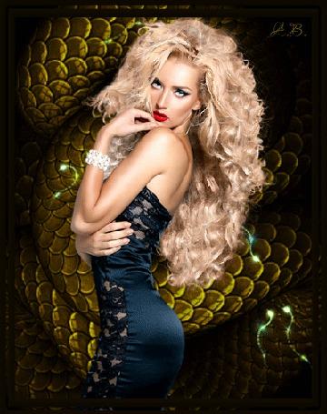 Фото Девушка - блондинка на фоне двигающейся змеи, автор А. В