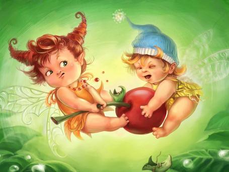 Фото Две маленьких феи отнимают друг у друга вишенку, рядом растут листья, на них капельки воды