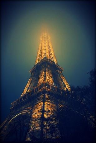 Фото Эйфелева башня в тумане, Париж, Франция / Paris, France