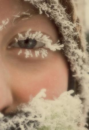 Фото Девушка с заиндевелыми ресницами