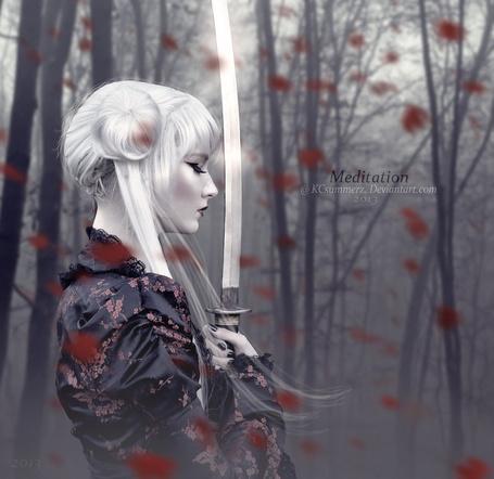 Фото Девушка-самурай с мечом в осеннем лесу, арт KCsummerz (Meditation)