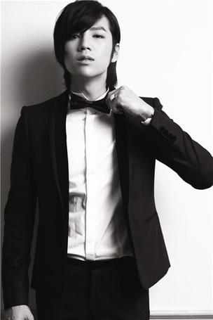 Фото Южнокорейский актер, певец, модель и режиссер Jang Keun Seok / Чан Гын Сок в строгом костюме и бабочке на шее (© nadi888), добавлено: 22.06.2013 22:21
