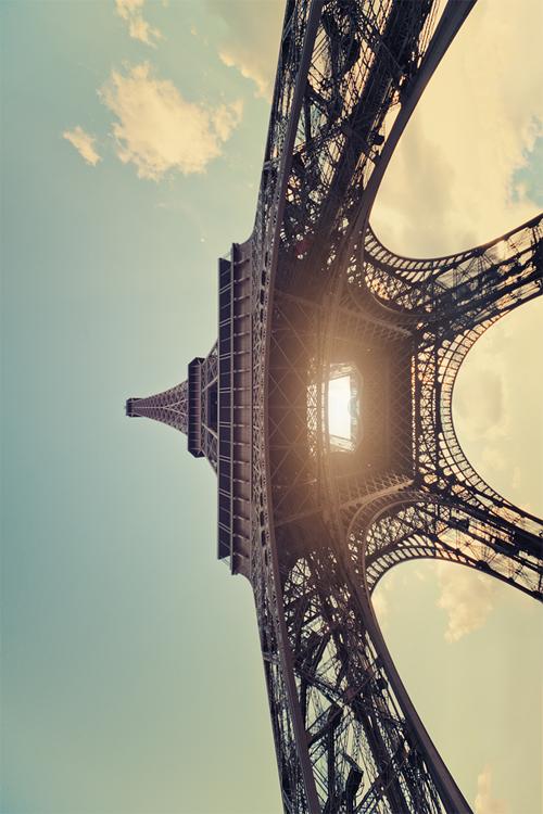 Вид на эйфелеву башню снизу париж