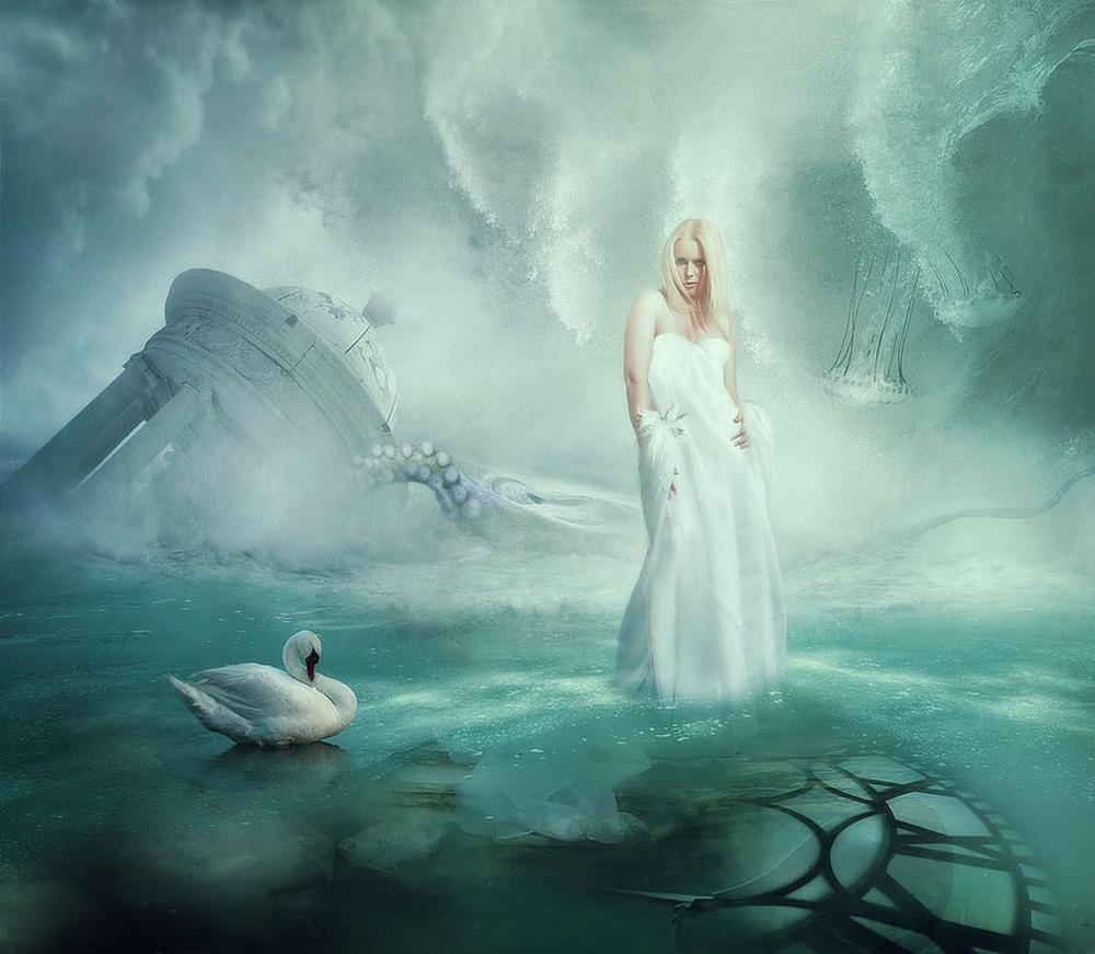 Фото Девушка стоит в белом платье в воде, около нее плывет ...: http://photo.99px.ru/photos/116447