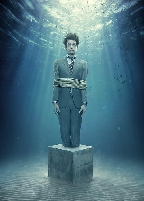 Фото Связанный мужчина под водой, фотограф Carl Johan ...: http://photo.99px.ru/photos/116841/