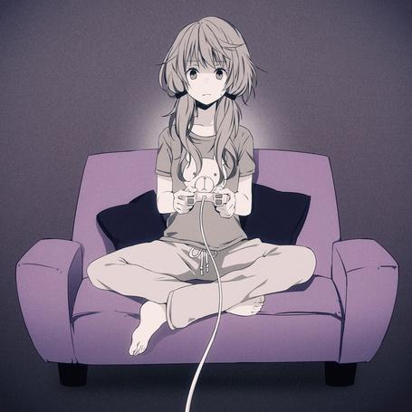 Фото Vocaloid Yuzuki Yukari / Вокалоид Юзуки Юкари сидит на диване и играет в видеоигру (© Krista Zarubin), добавлено: 02.07.2013 12:40