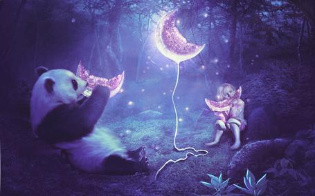 Фото Девочка с пандой кушают арбуз в лесу, между которыми еще один ломтик на веревочке, иллюстратор MariLucia