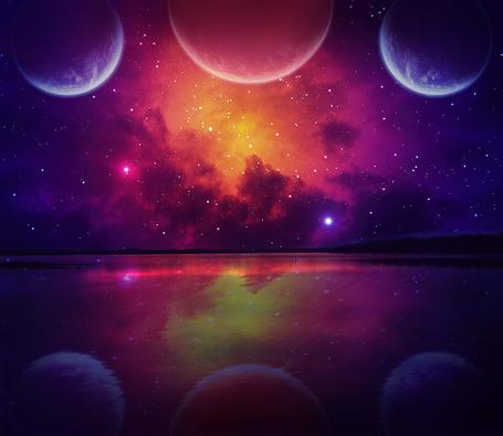 Фото Космическое небо с планетами и звездами над водой