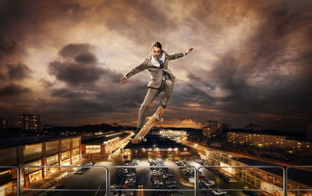 Фото Мужчина на скейте на фоне города и неба, фотограф Carl Johan Paulin / Карл Юхан Паулин