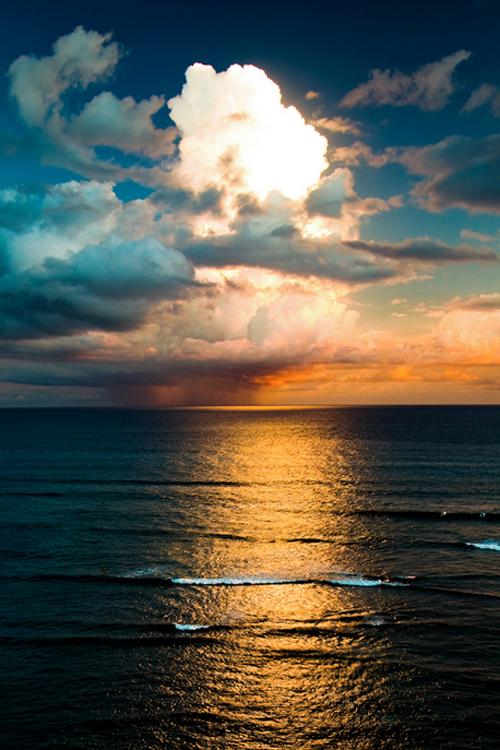 Фото красивое облачное небо над морем