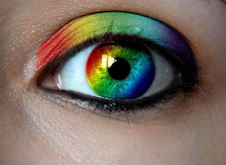 Фото Глаза и веки девушки всеми цветами радуги