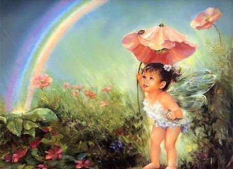 Фото Маленькая девочка-ангел укрывается под маком от дождя на фоне радуги в небе