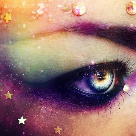 Фото Глаз девушки с космическим макияжем, автор clefairykid