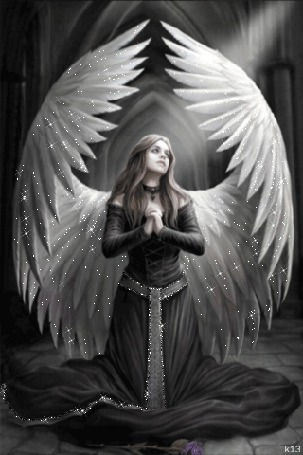 Фото Девушка-ангел в черном платье молится, стоя в луче света, художник Анна Стоукс / Anne Stokes