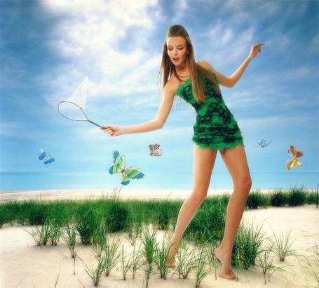 Фото Модель Инна Цимбалюк в зеленом платье ловит бабочек сачком, стоя на песке, фотограф Dmitry Peretrutov / Дима Перетрутов