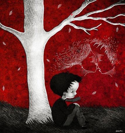 Фото Мальчик сидит под деревом и мечтает о поцелуе с девочкой