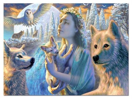 Фото Девушка с волчонком на руках, возле нее волки и сова