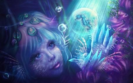 Фото Русалка смотрит на конька-горбунка в пузыре, работа Лилии Осиповой