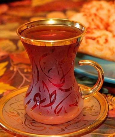Фото Стеклянная чашка с чаем стоит на блюдце (© zmeiy), добавлено: 25.09.2013 22:12