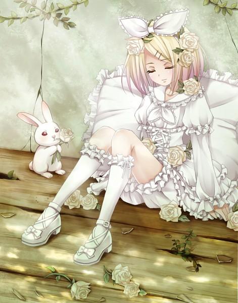 Фото Вокалоид Рин Кагамине / Vocaloid Rin Kagamine с закрытыми глазами, рядом сидит белый кролик с розой