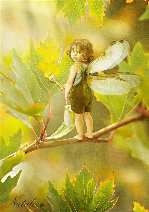 Фото Эльф на ветке дерева красит лист краской. Natalia