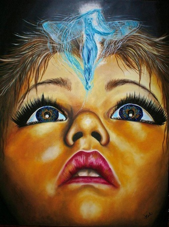 Фото Над лицом девушки изображена девушка - ангел, художник Lisete Alcalde