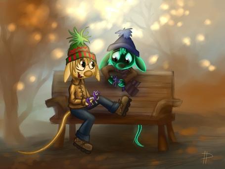 Фото Золотистый и зеленый мышата сидят на скамейке в шапках, держа в лапах лошадей