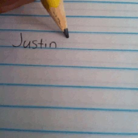 Фото Человек записывает имя Джастина Бибера / Justin Bieber в Тетрадь смерти из аниме Тетрадь Смерти / Death Note